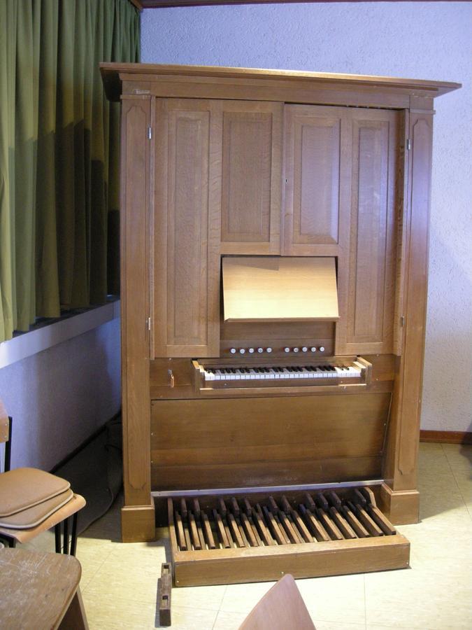 Orgel im Gemeindehaus Heidenrod-Nauroth
